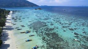 从寄生虫的顶视图在天堂海岛 库存图片