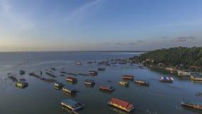 从寄生虫的顶视图在湖房子,泰国 免版税库存图片