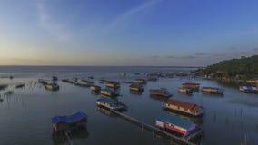 从寄生虫的顶视图在湖房子,泰国 免版税库存照片
