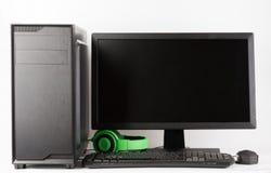 密地塔与被带领的显示器的计算机盒在白色背景 免版税库存图片