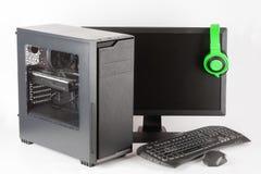 密地塔与被带领的显示器的计算机盒在白色背景 免版税库存照片