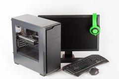 密地塔与被带领的显示器的计算机盒在白色背景 免版税图库摄影