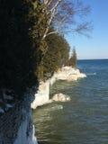 密歇根湖峭壁在冬天 图库摄影