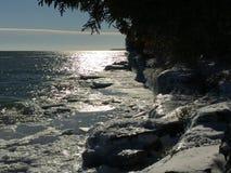 密歇根湖峭壁在冬天 库存图片