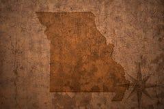 密苏里在老葡萄酒纸背景的状态地图 库存照片
