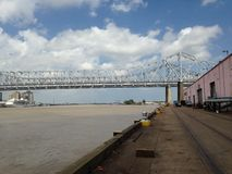 密西西比河桥梁-码头船坞和码头 免版税库存图片