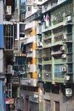 密集地居住于的老公寓单位在澳门,中国 免版税库存图片