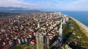 密集地组合黑海游览城市,巴统乔治亚鸟瞰图,房地产 免版税库存照片