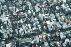 密集地被建立的街区鸟瞰图  库存图片