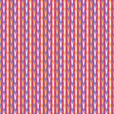 密集的夏天下落条纹图表无缝的样式 概略垂直的小滴传染媒介例证 性别中立婴孩墙纸 免版税库存照片