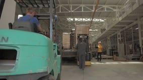密集的完成的被包装的生产装载过程 影视素材
