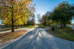 富兰克林在秋天期间的广场公园在巴尔的摩,马里兰 免版税库存图片