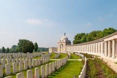 富兰德领域的泰恩河轻便小床军事公墓 免版税库存图片