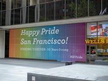富国银行显示SF同性恋自豪日消息的分支地点 库存图片