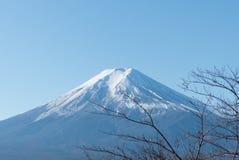 富士和清楚的天空 免版税库存图片