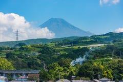富士圣从的山景shinkansen火车 免版税库存照片