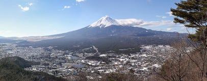 富士圣和全景视图在Kachikachi阎罗王, Kawaguchiko,阎罗王 免版税库存图片