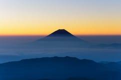 富士山剪影如被看见从登上北岳 库存照片