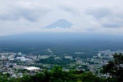 富士山和周围的城市 免版税库存图片