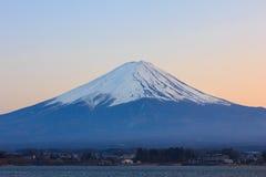 富士山和湖日落的川口 库存图片