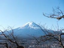 富士山和蓝天 库存图片