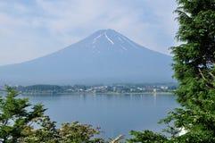 富士山在一个清楚的晴天 免版税库存图片