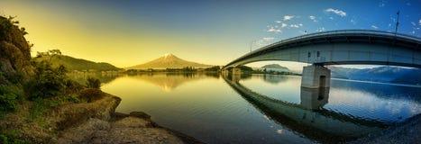 富士山在湖日本反射了 图库摄影