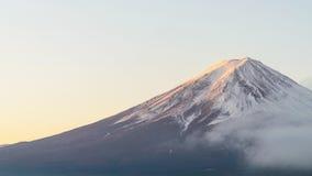 富士山在kawaguchiko湖日本的秋天早晨 免版税图库摄影