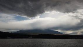 富士山平安的看法与多云天空的 影视素材