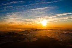 从富士山的顶端日出在日本 免版税库存照片