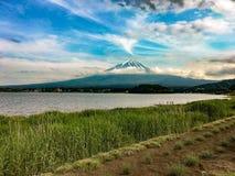 富士山背景 库存图片