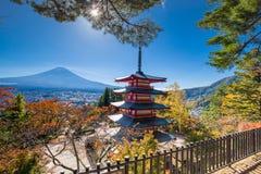 富士火山山风景在美丽的景色的秋天 免版税图库摄影