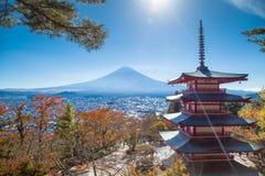 富士火山山风景在美丽的景色的秋天 免版税库存照片