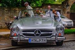 富尔达,德国- MAI 2013年:奔驰车300SL cabrio跑车r 免版税库存图片