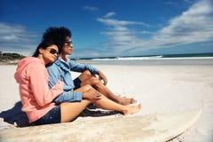 富感情的拉丁美州的夫妇 免版税库存图片