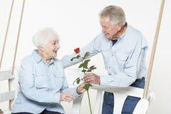 富感情的资深夫妇 库存照片