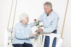 富感情的资深夫妇 图库摄影
