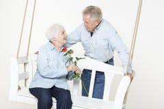 富感情的资深夫妇 免版税库存图片