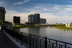 富有和大街曲拱桥梁- Scioto河-哥伦布,俄亥俄 图库摄影