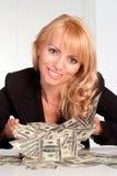 富有的妇女年轻人 免版税库存照片
