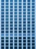富有的摩天大楼公寓房特写镜头视图有很多窗口的 库存图片