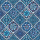 富有的蓝色瓦片装饰品 免版税库存照片