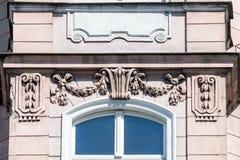 富有的装饰窗口修剪C & x28; 大约1900& x29;在波兰 免版税库存图片