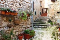 富莫内,中世纪村庄在意大利 免版税图库摄影