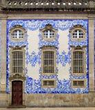 富裕的房子门面在波尔图,葡萄牙。 库存照片
