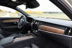 富豪集团S90的汽车内部2017年 免版税库存图片