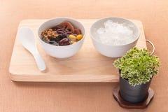 寒冷在糖浆中国传统的被分类的豆 种类脊椎 库存照片