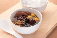寒冷在糖浆中国传统的被分类的豆 种类脊椎 库存图片