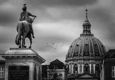 寒冷的Amalienborg广场,冬日,哥本哈根 免版税库存图片