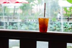寒冷酿造了咖啡口味好在偶然业余时间 免版税库存图片